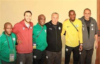روح رياضية من جنوب إفريقيا بصورة جماعية مع المنتخب المصري