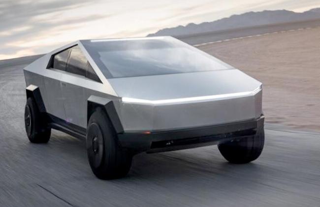 أول سيارة فولاذية تعمل بالكهرباء