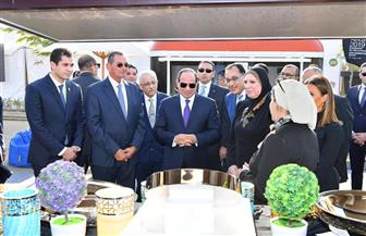 الرئيس السيسي يتفقد معارض صندوق تحيا مصر وريادة الأعمال والفصول التعليمية | فيديو وصور