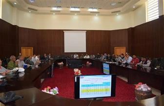 محافظة البحر الأحمر تستعرض آليات حماية البيئة والمكافحة المتكاملة |صور
