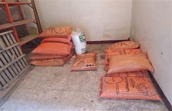 ضبط 750 كجم سماد زراعي محظور بيعه خارج الجمعيات الزراعية بالفيوم | صور
