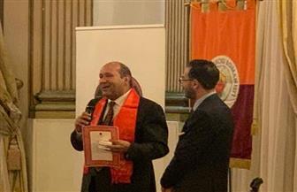 اتحاد مشجعي نادي روما يمنح وسام فارس للسفير المصري في إيطاليا | صور