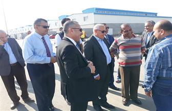 محافظ بورسعيد يتفقد ٥٤ مصنعا بمجمع مشروعات الصناعات الصغيرة | صور