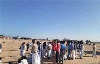 توزيع 330 ألف جنيه على 384 أسرة متضررة من السيول في حلايب| صور