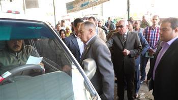 محافظ الجيزة يقطع جولته لتوفير سيارات سرفيس للركاب بإمبابة