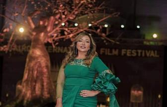 ليلى علوى تتألق بالأخضر على السجادة الحمراء بمهرجان القاهرة السينمائي | صور