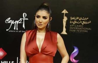 مى عمر بالأحمر البطيخى فى ختام مهرجان القاهرة السينمائى | صور