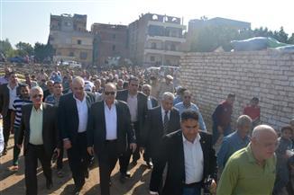 محافظ الغربية يوجه باستئناف مشروع الصرف الصحي لقرية سندبسط | صور