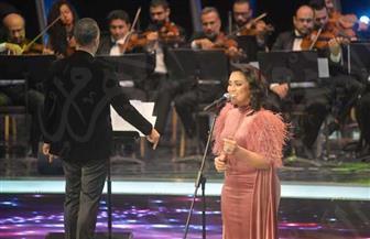 مي فاروق في حفلها بالموسيقى العربية: هذا العام مختلف لي.. وأشكر ريهام عبد الحكيم وسومة على وجودهما معي