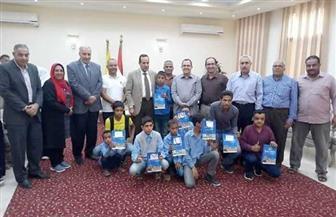 تسليم 14 سماعة أذن للطلاب ضعاف السمع في شمال سيناء |صور