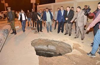 محافظ أسيوط يتابع أعمال الإصلاح لهبوط أرضي مفاجئ بمنطقة المعلمين | صور