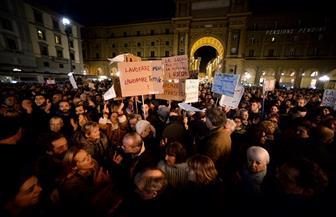 عشرات الآلاف يتظاهرون ضد اليمين المتطرّف في إيطاليا