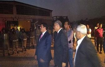 محافظ القليوبية ومدير الأمن يصلان موقع حريق مصنع الدراجات البخارية