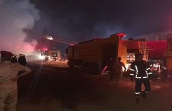 جهود مكثفة للسيطرة على حريق مصنع الدراجات البخارية بقليوب | صور وفيديو