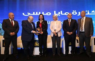 تكريم مايا مرسي بدرع العطاء لعام 2019 بمؤتمر الناس والبنوك | صور