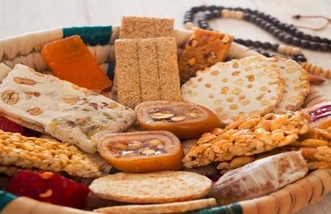 ضبط  قرص حلويات المولد النبوي منتهية الصلاحية قبل بيعها بسوهاج