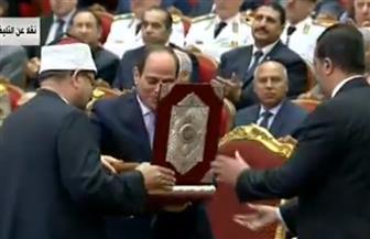 وزير الأوقاف يهدي نسخة من القرآن الكريم للرئيس السيسي