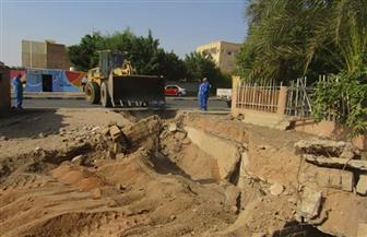 ردم ملجأ قديم ابتلع سيارة صرف صحي بمدينة رأس غارب| صور