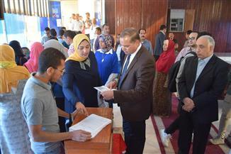 رئيس جامعة سوهاج يتفقد لجان انتخابات اتحاد الطلاب | صور