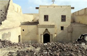 محافظ المنيا يتفقد موقع انهيار أجزاء من الكنيسة الأثرية بدير أبو فانا   صور