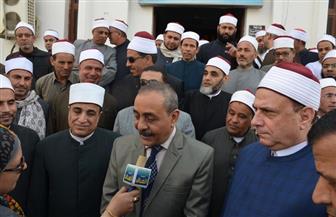 محافظ الإسماعيلية يلتقي مع قيادات الأوقاف بالمجمع الإسلامي بمسجد الشهداء | صور