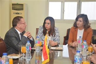 وزيرة الهجرة ومحافظ دمياط يعقدان اجتماعا مع مستثمرين مصريين وأجانب لتصدير الأثاث المصري عالميا| صور
