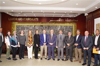 وفد الوكالة الأمريكية للتنمية الدولية يلتقي محافظ الأقصر ويزور مشاريع صعيد مصر | صور