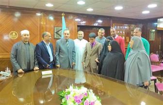 محافظ كفرالشيخ يسلم 4 تأشيرات رحلات عمرة لحفظة القرآن الكريم | صور