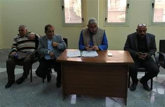رئيس مدينة الأقصر يعقد أول لقاء دوري لحل مشاكل المواطنين   صور