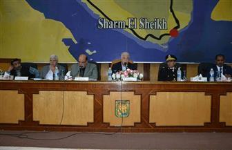 محافظ جنوب سيناء يعتمد عقود تقنين أراضي خلال المجلس التنفيذي | صور