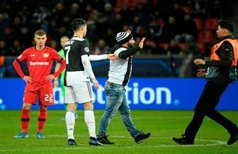 مشجع يتسبب في غضب كريستيانو رونالدو عقب الفوز على باير ليفركوزن| صور