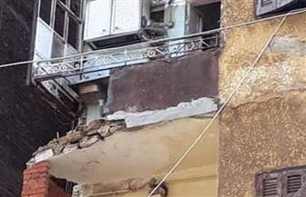 """انهيار """"شرفات"""" منزل قديم في المحلة الكبرى بسبب سقوط الأمطار"""