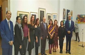 سفارة مصر في بودابست تنظم معرض تشكيلي لرسامات مصريات | صور