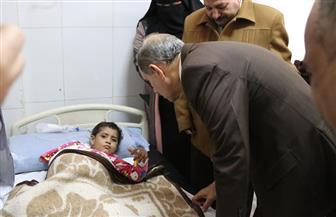 """محافظ كفرالشيخ يزور الطفلين """"شروق وعبدالله"""" بالمستشفى العام بعد تعرضهما للتعذيب   صور"""