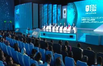الرئيس السيسي يشاهد فيلما حول قضايا الإرهاب والهجرة غير الشرعية في أولى جلسات منتدى شباب العالم