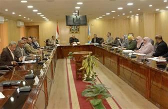 محافظ أسيوط لرؤساء المراكز: تقنين الأراضي واسترداد حق الشعب معيار تقييم للجميع