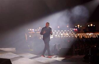 عمرو دياب يتألق للمرة الثانية في موسم الرياض وسط 30 ألف متفرج | صور