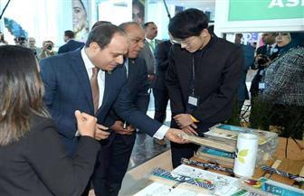 الرئيس السيسي يتفقد منطقة رواد الأعمال بمنتدى شباب العالم | صور