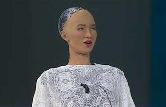 """""""صوفيا"""" من """"منتدى شباب العالم"""": الروبوت والإنسان لا يتنافسان.. بل يكملان بعضهما البعض"""