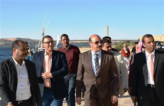 محافظ أسوان يوجه بوضع مخطط عام لتنفيذ مشروعات تطوير السوق السياحية القديم | صور