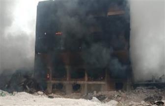 انتداب المعمل الجنائي لمعرفة سبب حريق مصنع بلاستيك بالقليوبية