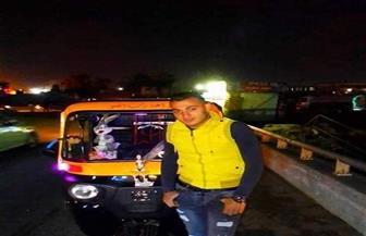 """جريمة في """"عز الظهر"""" الأهالي يكشفون مقتل سائق """"توك توك"""" ومحاولة هروب المتهمين  فيديو وصور"""