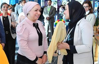 قرينة الرئيس السيسي تتفقد متحف منتدى شباب العالم ومنطقة رواد الأعمال | صور
