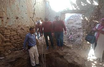 """بينهم أجانب.. ضبط 17 شخصا داخل حفرة للتنقيب عن الآثار في منزل بـ""""خور الزق"""" في إدفو"""