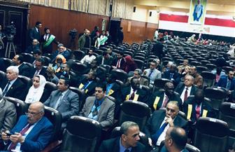 بدء حفل تخريج أول دفعة من مبادرة «إفريقيا بتتكلم عربي» بجامعة القاهرة| صور