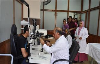 فريق طبي بجامعة المنيا يجري الكشف الطبي على 251 مريضا بقرية شلقام
