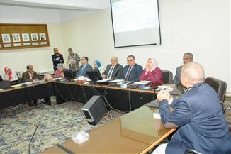 رئيس جامعة أسيوط يترأس مجلس كلية الطب |صور