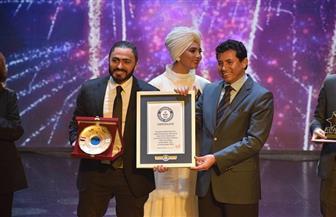 وزير الشباب والرياضة يكرم الفنان تامر حسنى في احتفالية على مسرح الوزارة| صور