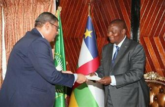 مساعد وزير الخارجية للشئون الإفريقية يسلم رئيس جمهورية إفريقيا الوسطى رسالة من الرئيس السيسي|صور