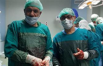 نائب رئيس جامعة الأزهر يجري ثلاث عمليات نادرة في مستشفى أرمنت التخصصي | صور